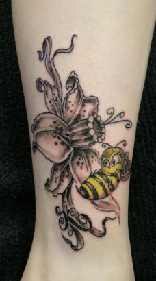 flower with bee tattoo tattoo from itattooz. Black Bedroom Furniture Sets. Home Design Ideas